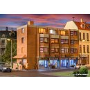 KIBRI 38222 - H0 Wohn- und Geschaeftshaus